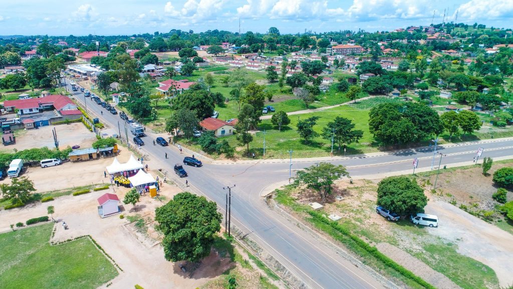 On May 19, @KagutaMuseveni commissioned Enyau Road 0.9km in Arua Municipality that cost UGX7bn under the Uganda Support to Municipal Infrastructure Development (USMID) program.  This was the government's initiative to rehabilitate the roads that are in a sorry state in Arua Municipality. Some of the roads in the municipality lacked designated vehicle stops, while sewage lines and drainage channels malfunctioned. Within five years after the project, the municipality will be able to generate high revenues and improve lives of the people out of this.
